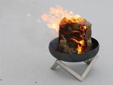 grosse Feuerschale aus Stahl mit pulverbeschichteten Unterbau